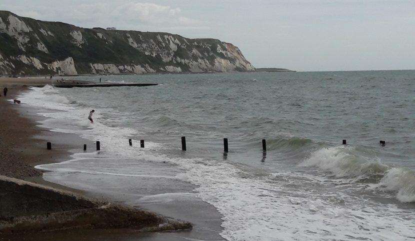 Strand en kliffen bij Folkstone